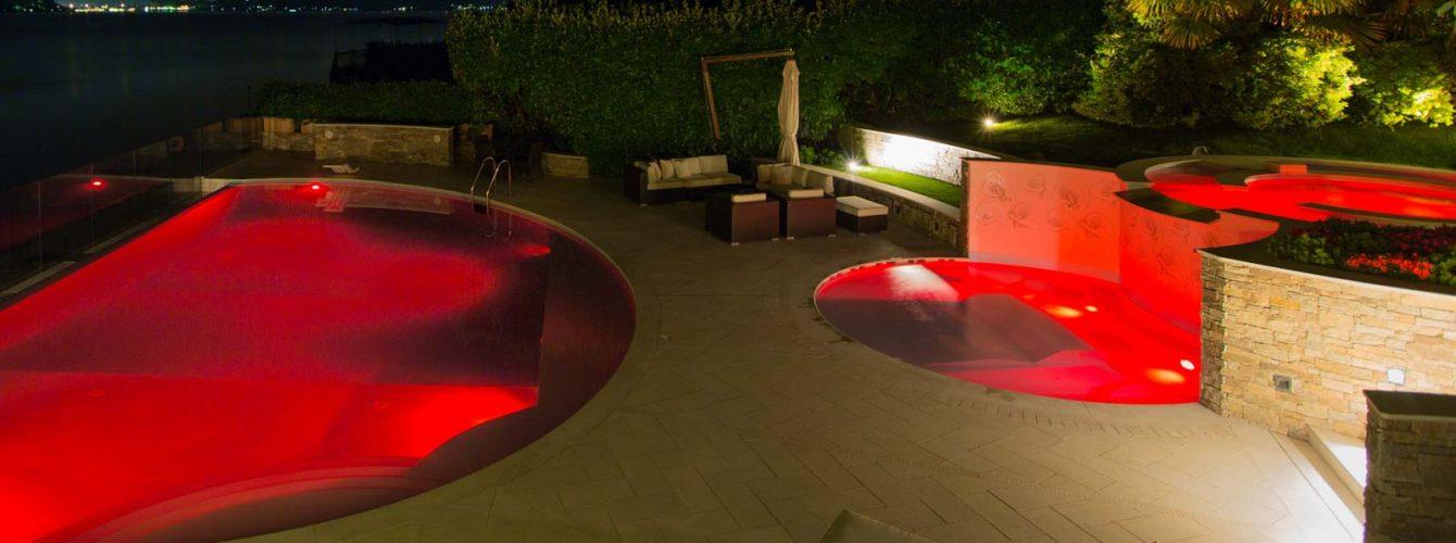 Piscina con led multicolori, modalità luce rosso