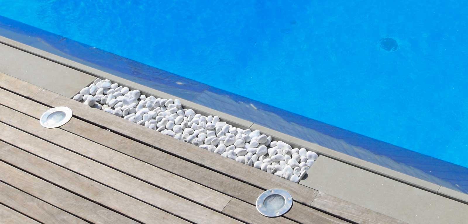 Estremamente Bordo piscina con ciottoli levigati ~ Piscine Castiglione TF84