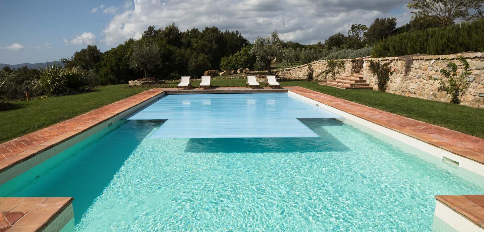Coperture per piscine per proteggere l 39 acqua piscine - Immagini di piscine ...