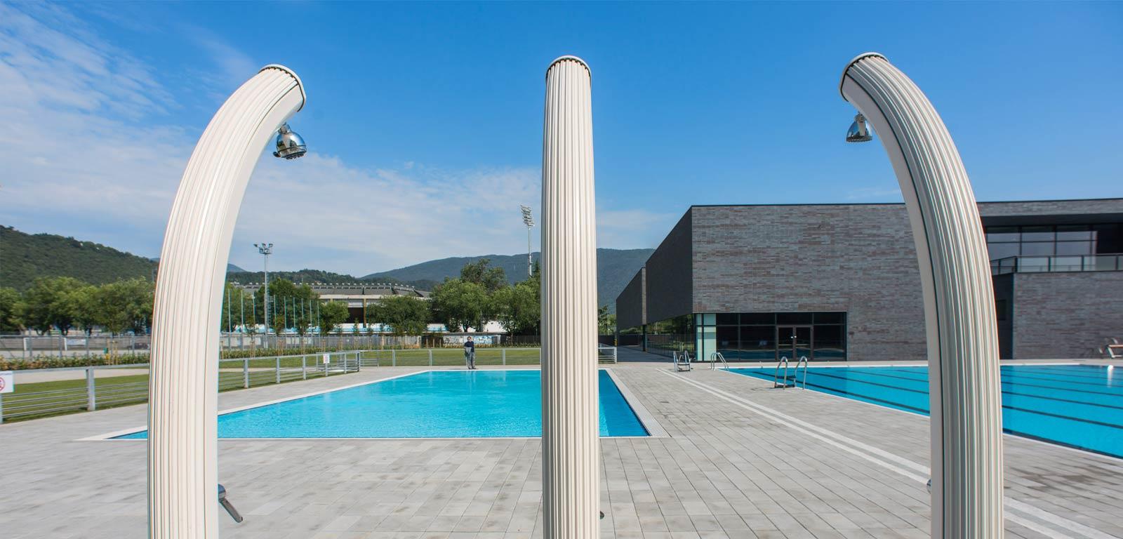 Docce solari ecologiche per giardino piscine castiglione - Doccia solare per piscina ...