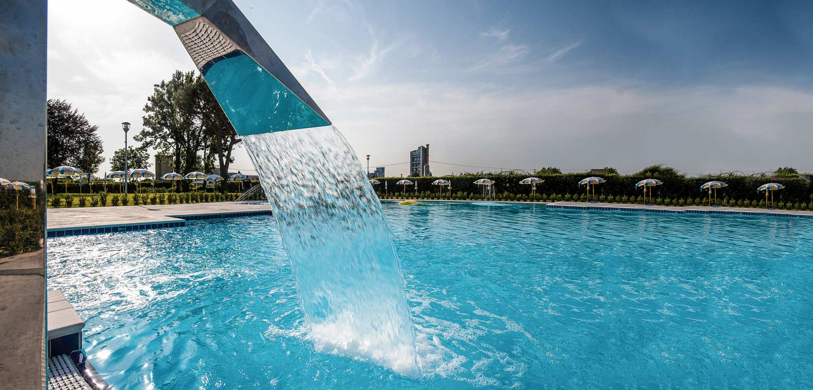 Accessori per piscina hai pensato a tutto piscine castiglione - Fontana per piscina ...
