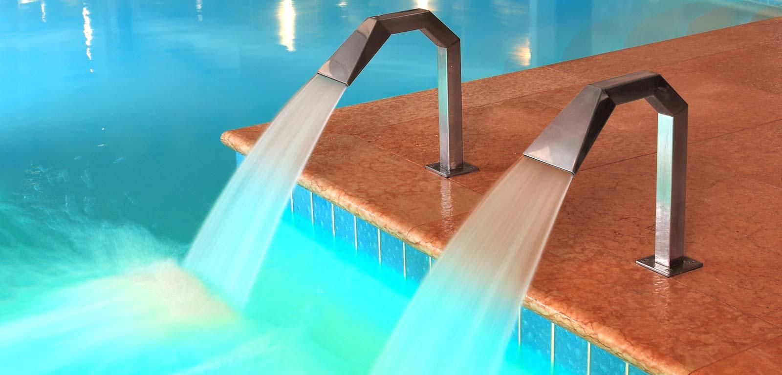 Idromassaggio per piscine piscine castiglione - Lettini per piscine ...