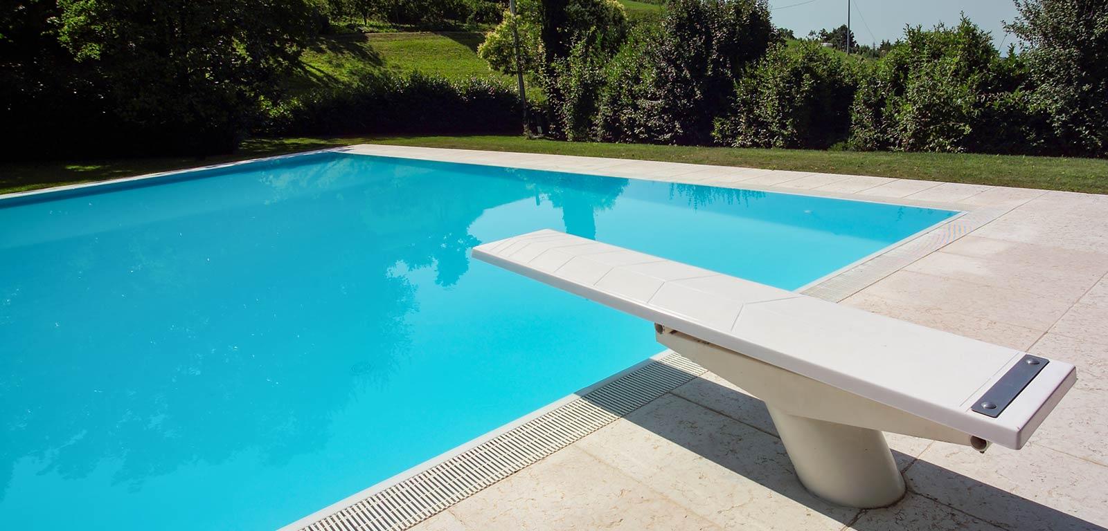 Trampolino piscina piscine castiglione - Piscina con palline per adulti ...