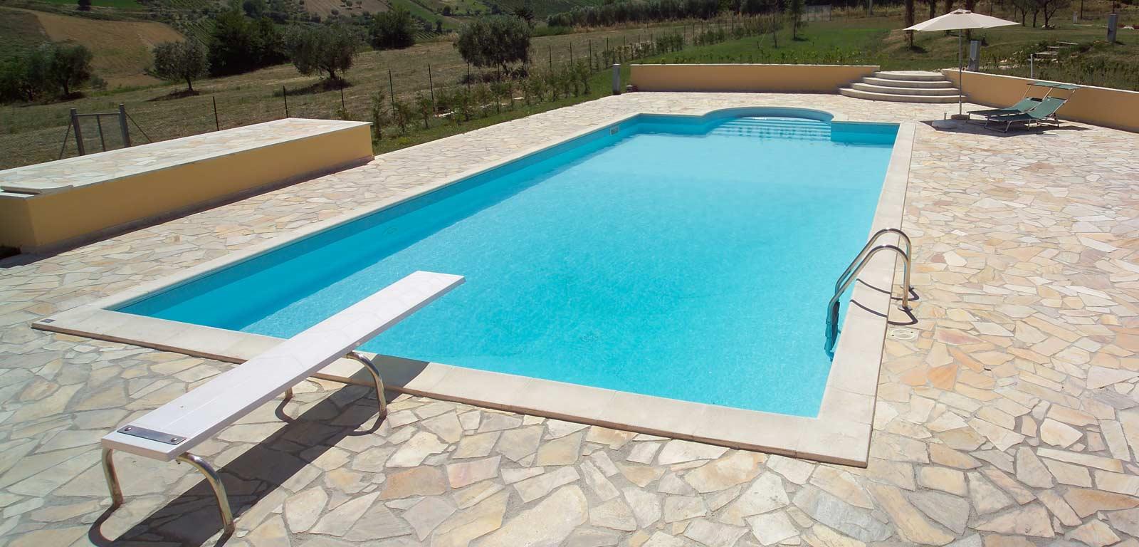 Trampolino piscina piscine castiglione for Castiglione piscine