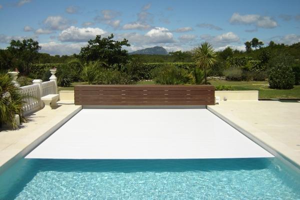 La nuova copertura a tapparella aquatop di piscine - Piscine gia pronte prezzi ...