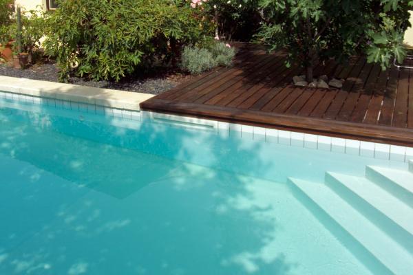 Lo skimmer sfioratore una nuova frontiera per la for Clorazione piscine