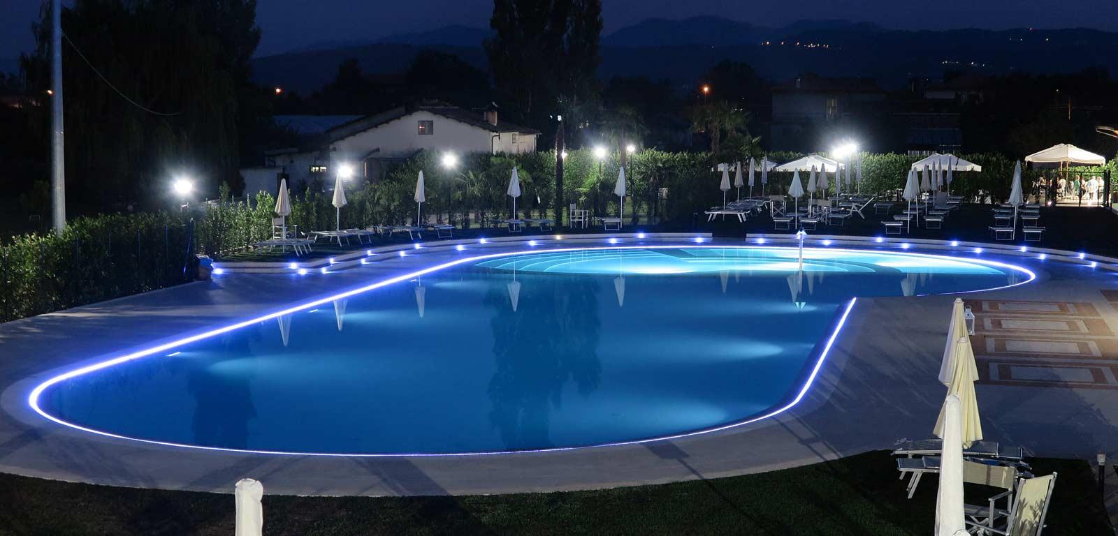 Illuminazione per piscine piscine castiglione for Castiglione piscine