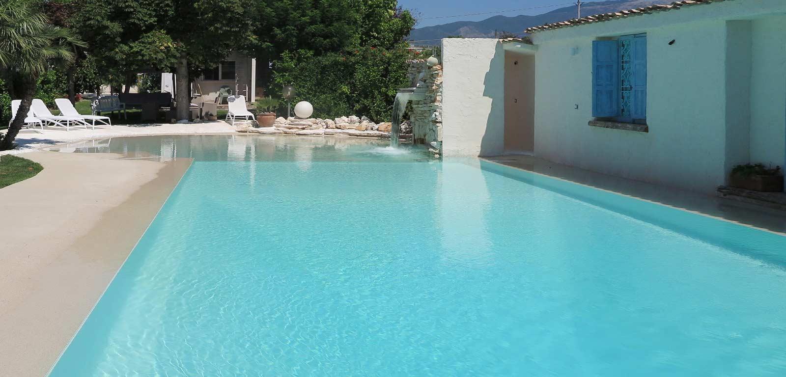 Piscine per il relax la piscina del benessere piscine for Quanto costa costruire una piscina