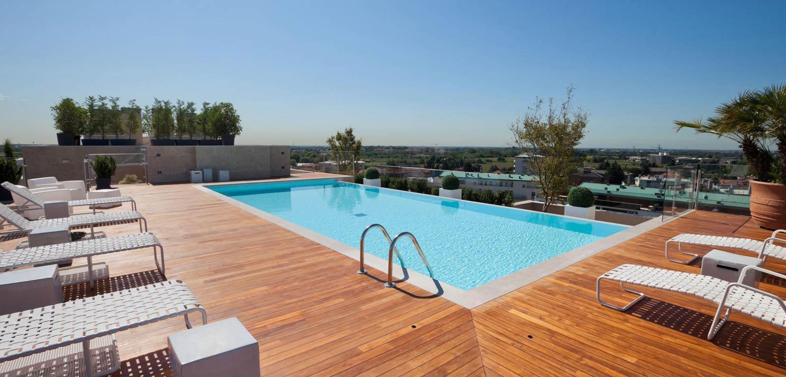 Piscine per terrazzo rendi unico il tuo attico piscine for Case con piscine