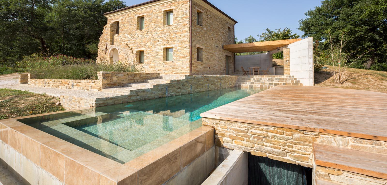 Piscine in giardino piscine castiglione for Immagini piscine design