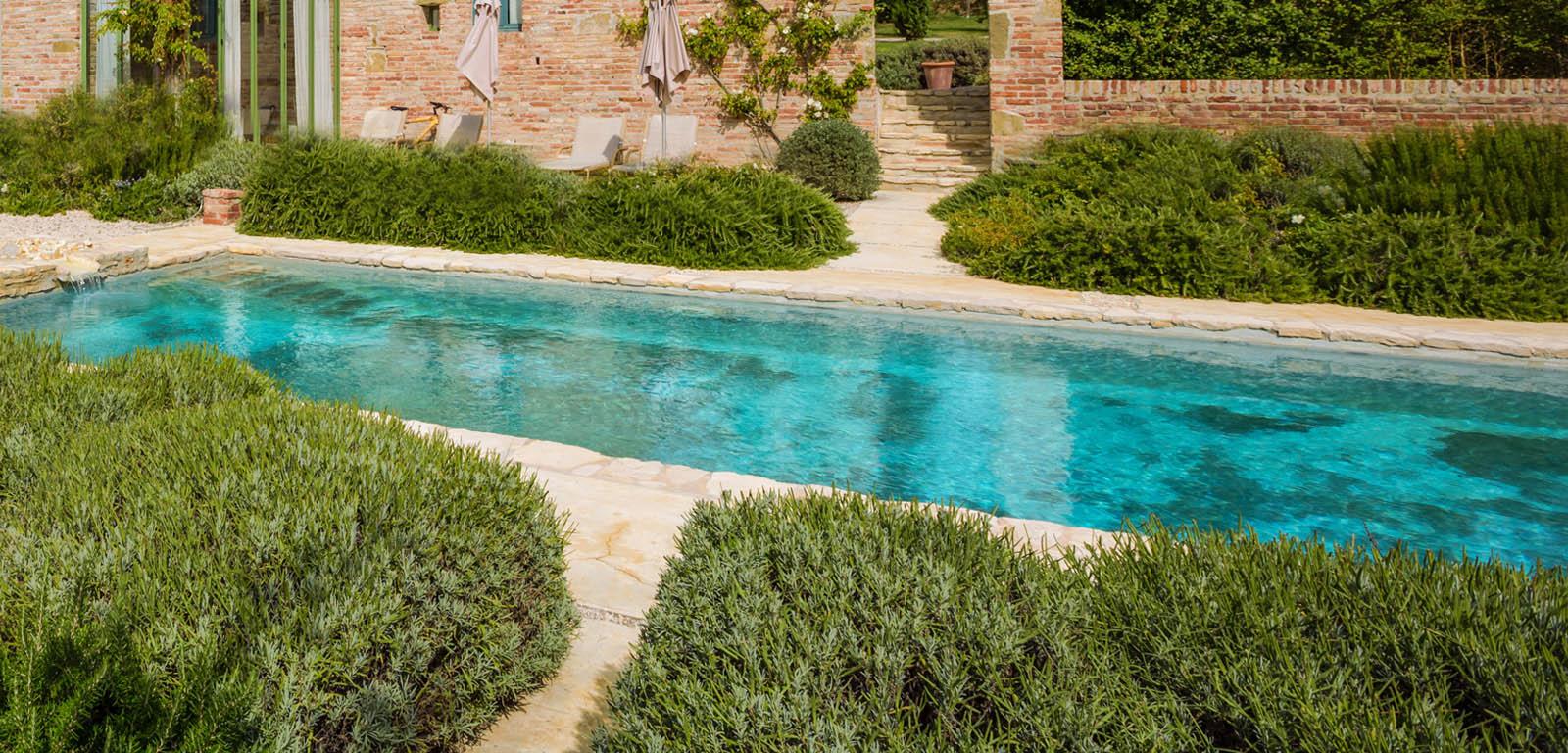 Piscine in giardino piscine castiglione for Sabbia da giardino