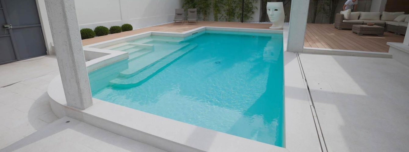 piscina con telo sabbia, skimmer, idromassaggio e geyser