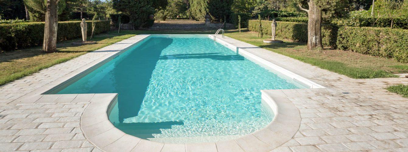 piscina skimmer rettangolare in pvc bianco con scala romana