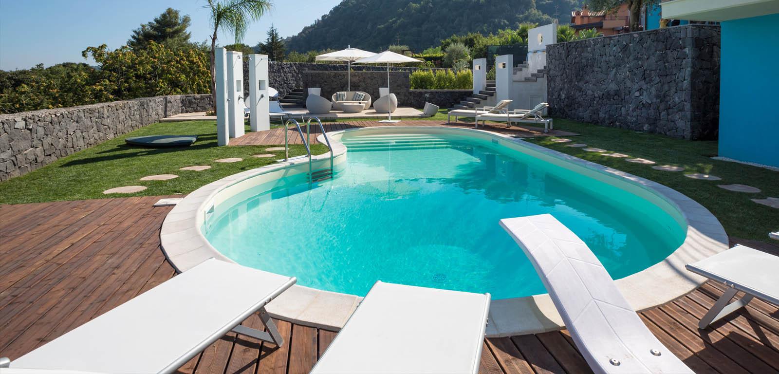 Piscine in giardino piscine castiglione for Piscine da giardino interrate