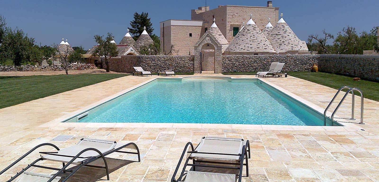 La pietra naturale per bordo piscine piscine castiglione - Piscine in pietra ...