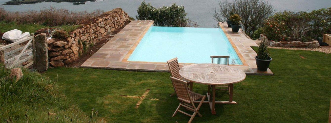 piscina rettangolare skimmer e cascata