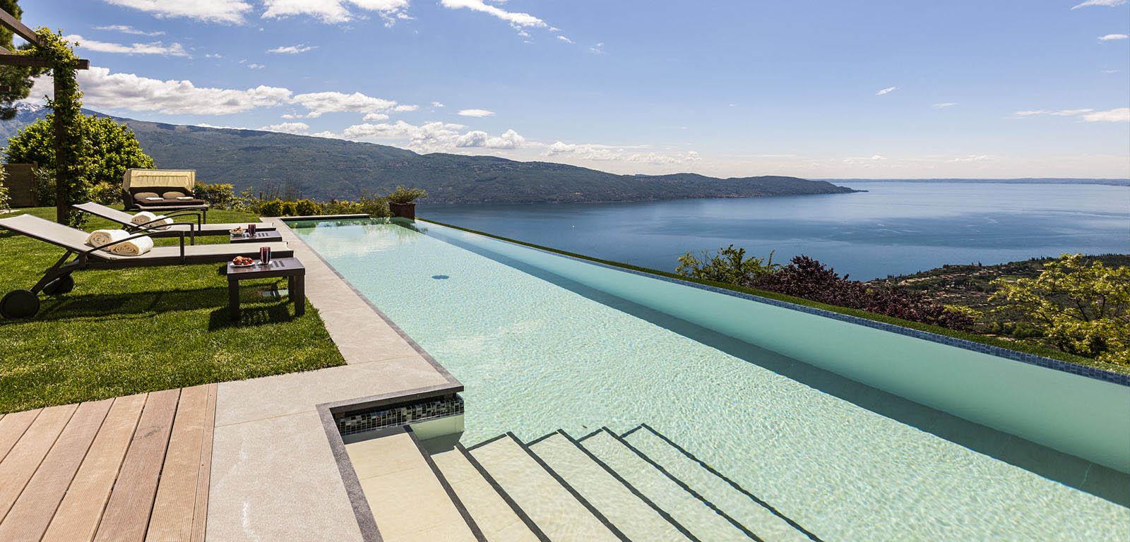 Piscine con cascata piscine castiglione for Blu design piscine napoli