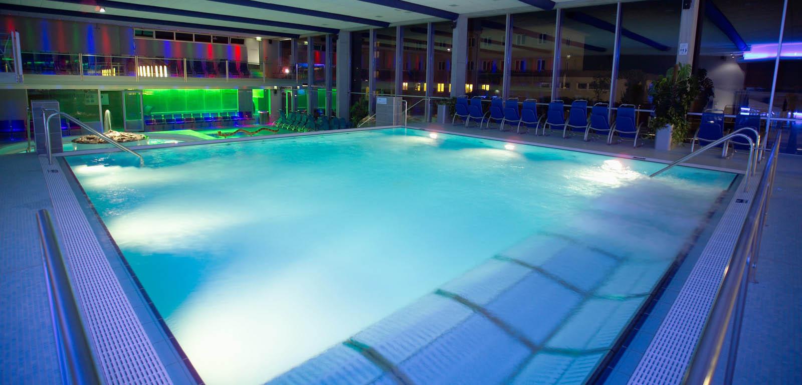 Piscine da interno sport e relax piscine castiglione - Piscine da interno ...