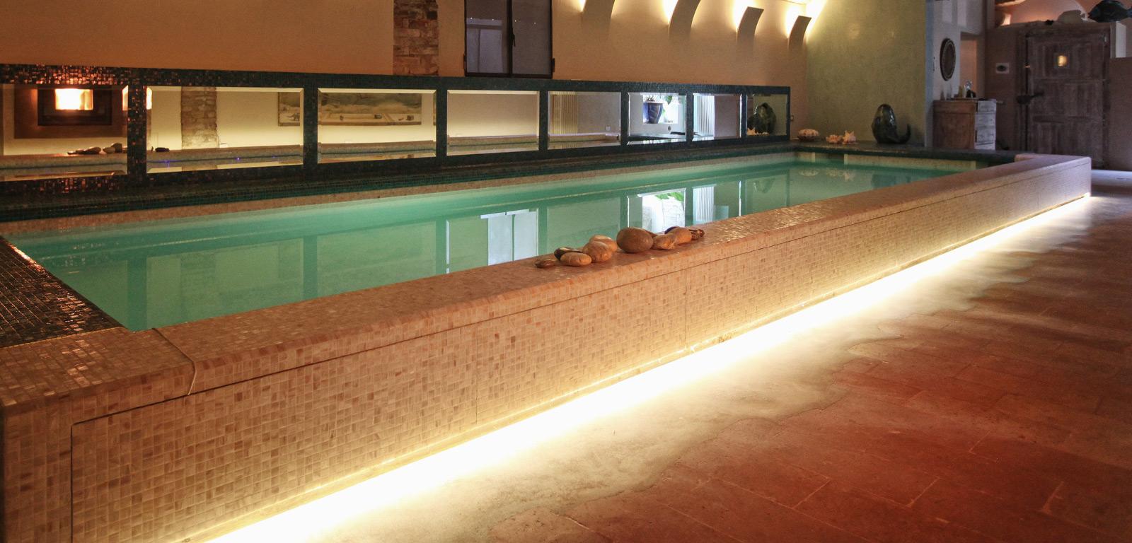 Piscine fuori terra esterne e rialzate piscine castiglione - Piscina da interno ...