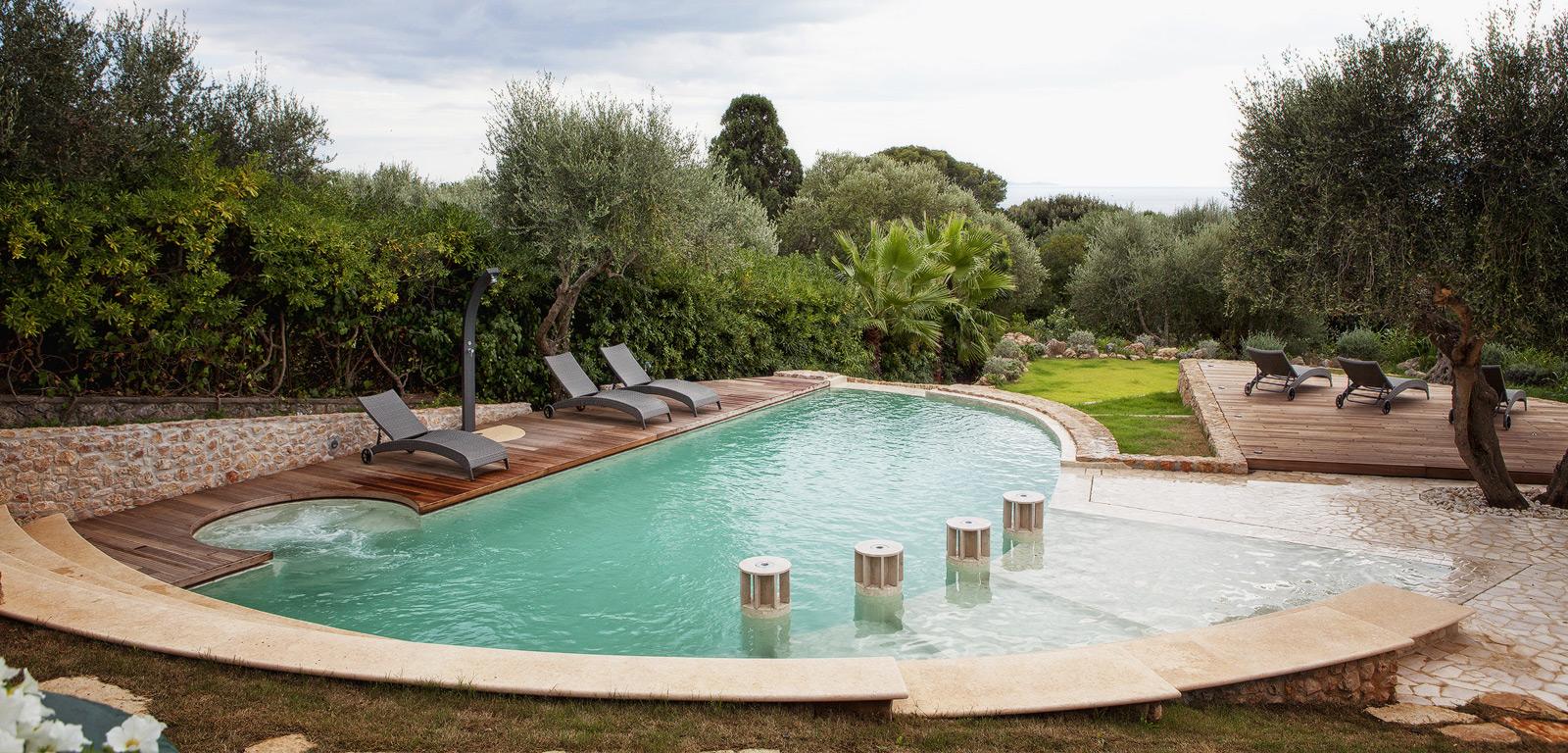 Piscine luxury la piscina esclusiva di lusso piscine for Piscine da giardino design