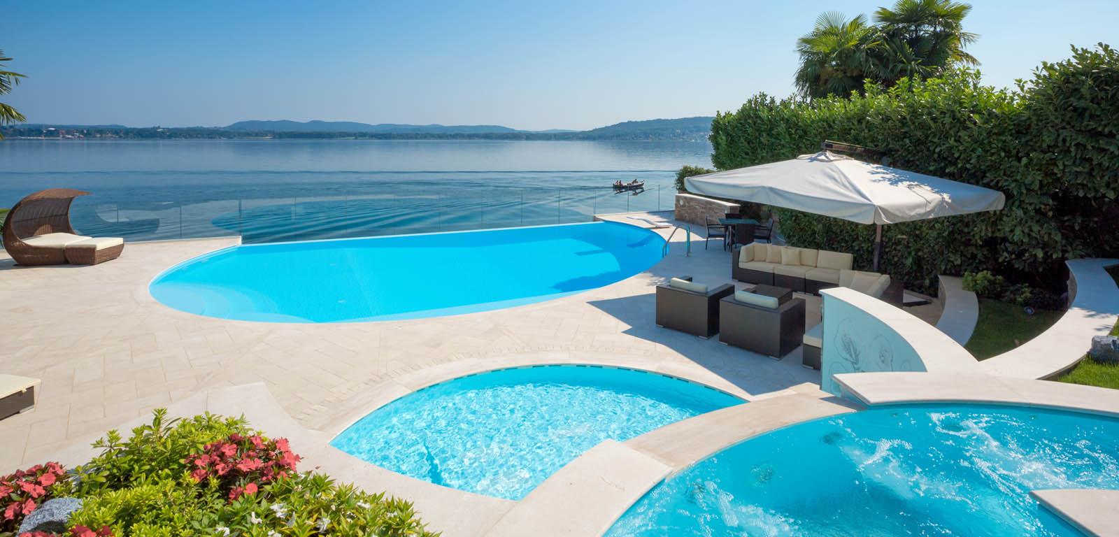 Piscine con cascata piscine castiglione for Piscine pool