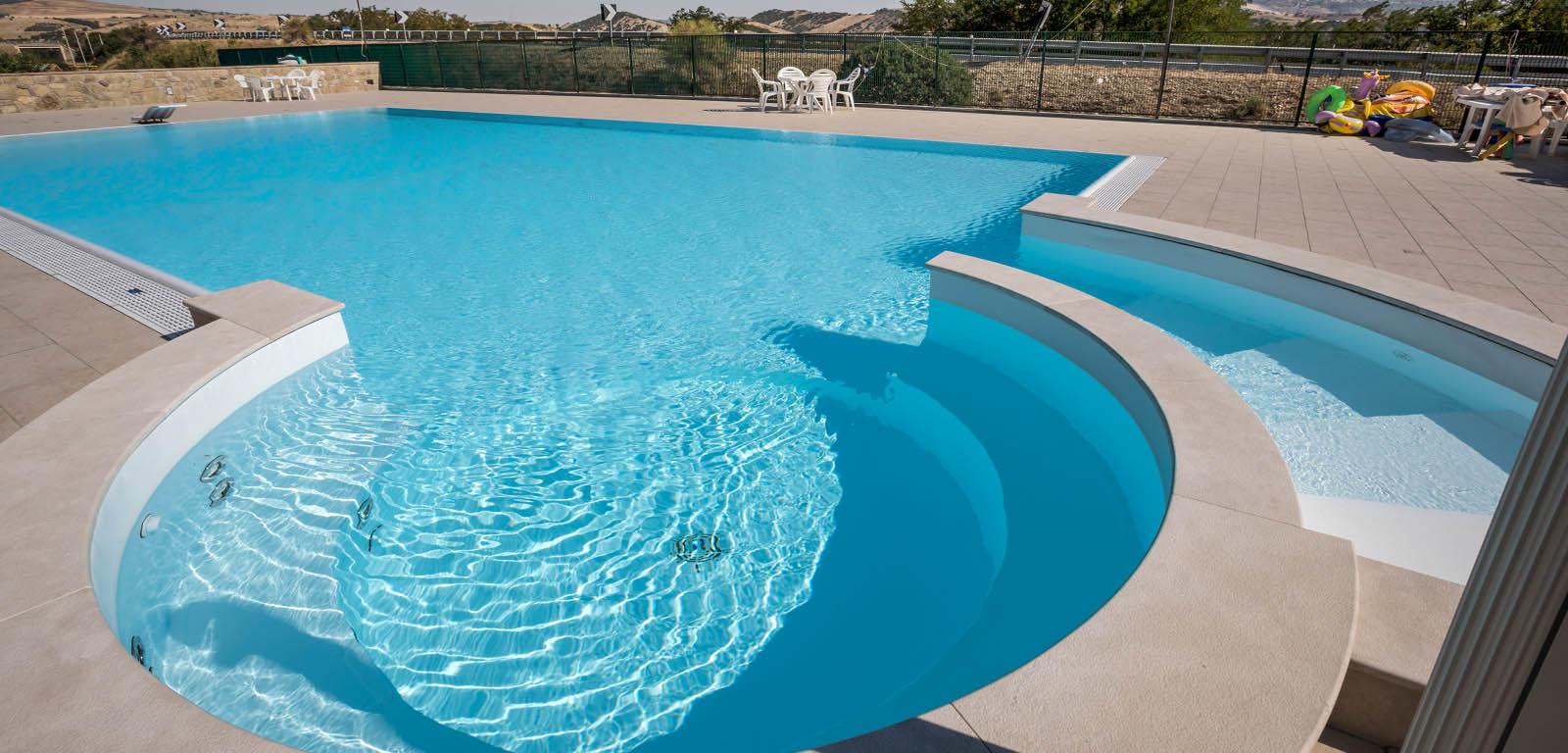 Piscine interrate vantaggi e prezzi piscine castiglione - Costruire piscina costi ...