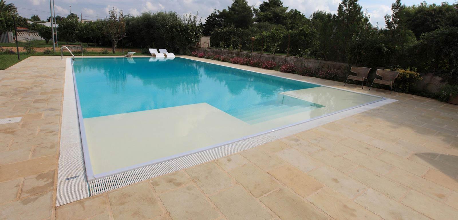 Piscine con telo sabbia piscine castiglione - Piastrelle per piscina esterna ...