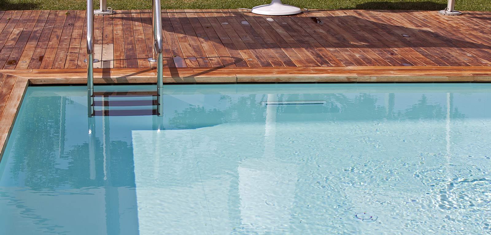 Sfioro freedom piscine castiglione for Bordo piscina legno