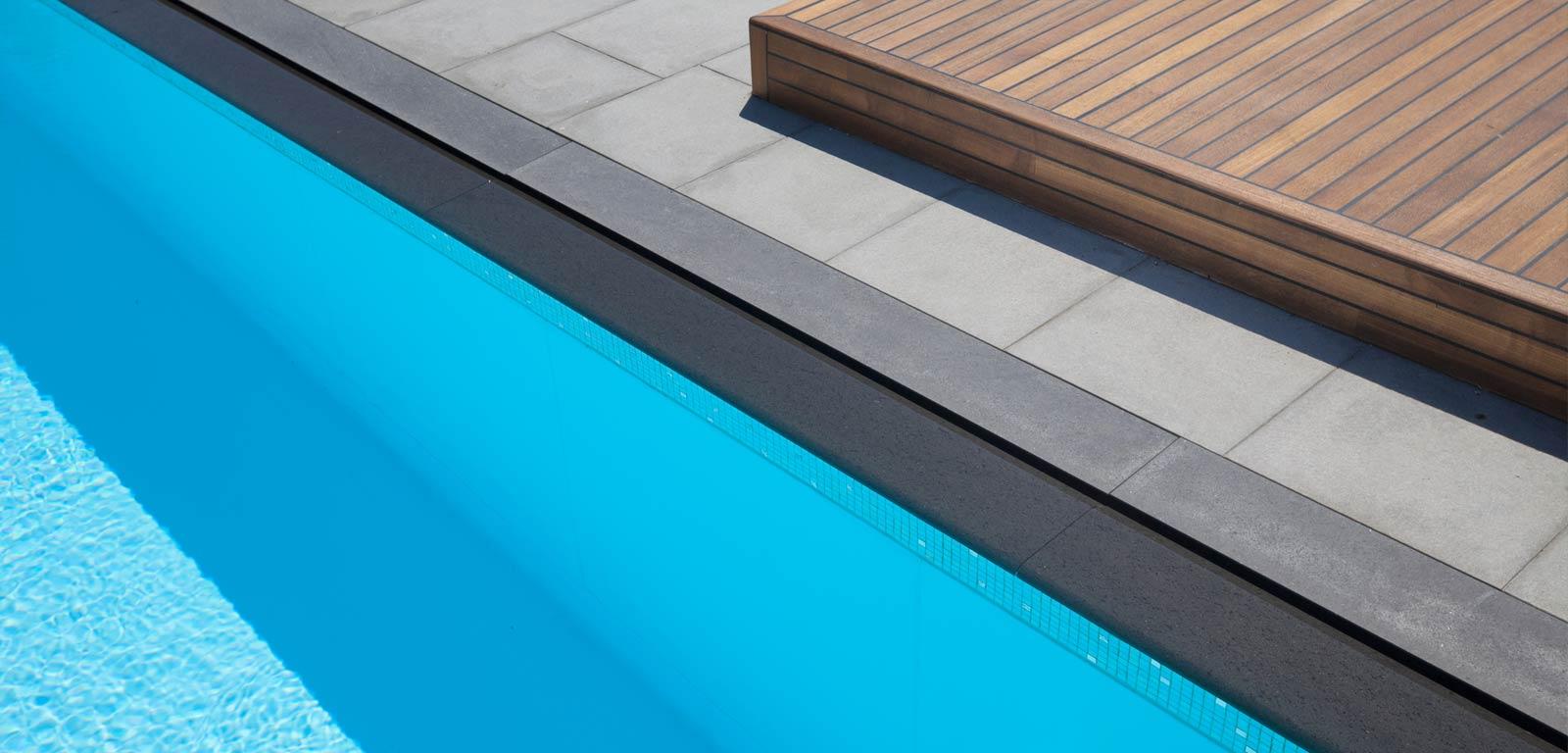 Sfioro trilogy piscine castiglione for Bordi per piscine