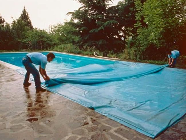 La pulizia stagionale della piscina piscine castiglione for Castiglione piscine