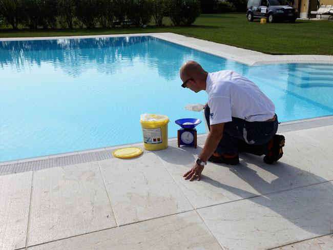 La superclorazione dell 39 acqua in piscina piscine castiglione - Trattamento acqua piscina ...