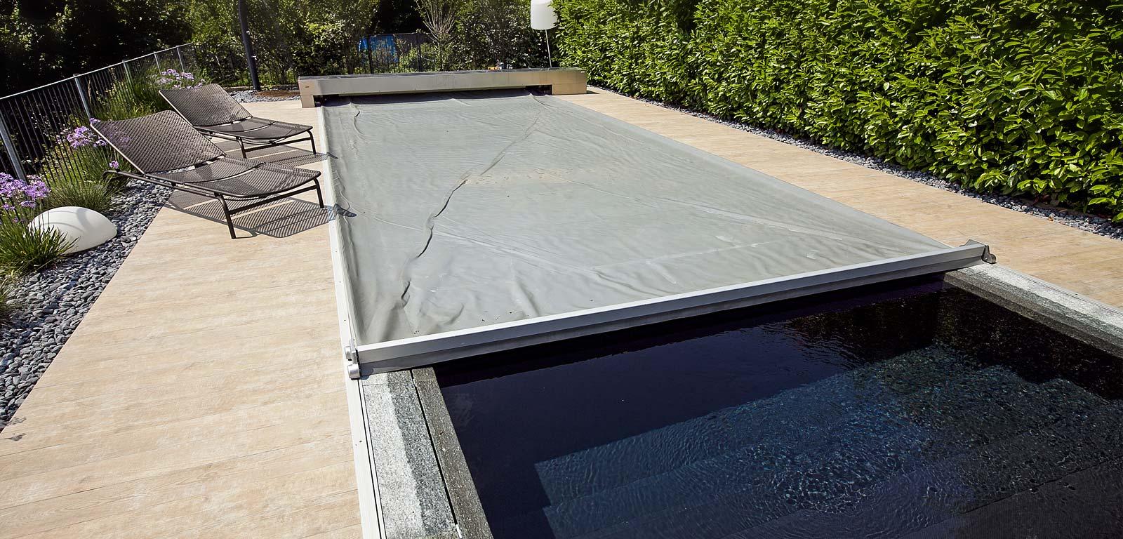 Ultimi preparativi prima di entrare in piscina - Pannelli solari per piscina ...