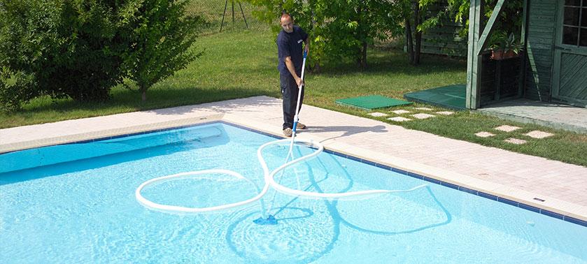 Pulizia ordinaria della piscina ecco cosa fare e come farlo - Costi manutenzione piscina ...