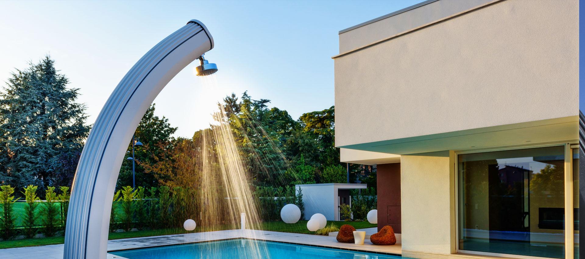 Docce Per Esterni E Giardini docce solari ecologiche per giardino ~ piscine castiglione