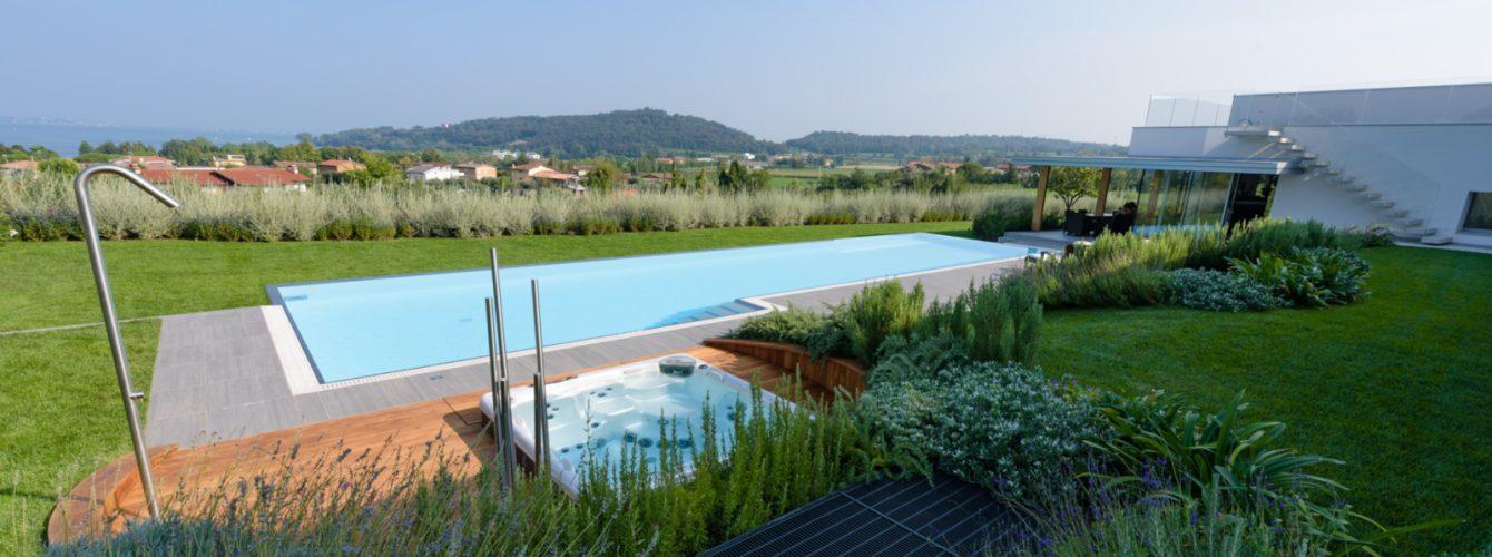 Piscina e idromassaggio in abitazione privata a Padenghe sul Garda