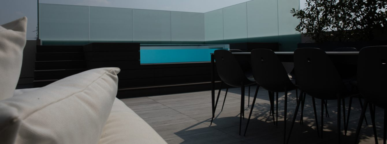 Piscina fuoriterra per il relax in terrazzo