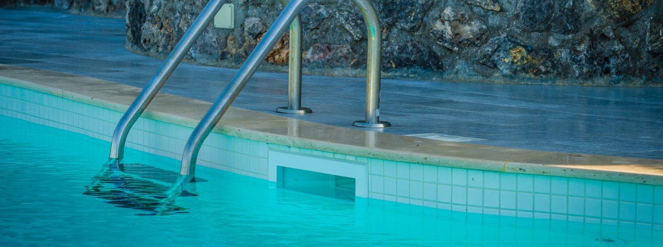 Scaletta in acciaio inox per l'ingresso in acqua