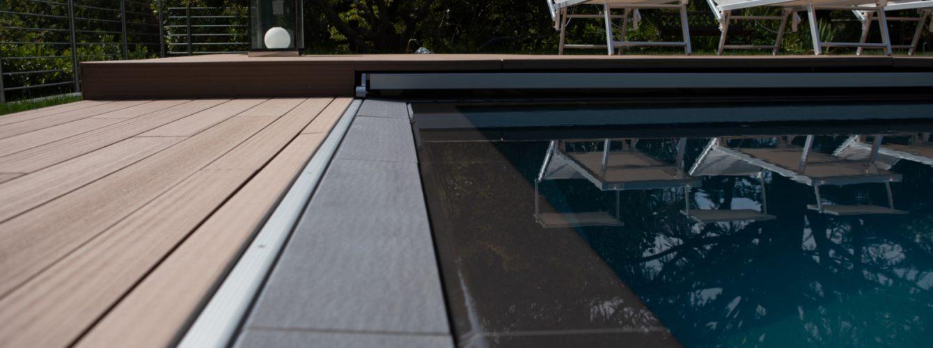 Dettaglio telo copertura piscina