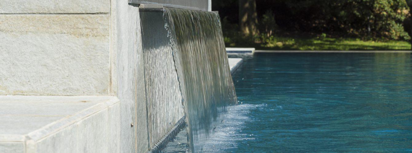 Cascata cervicale per il benessere in piscina