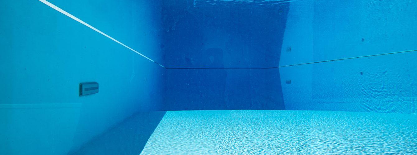 Vista subacquea della piscina