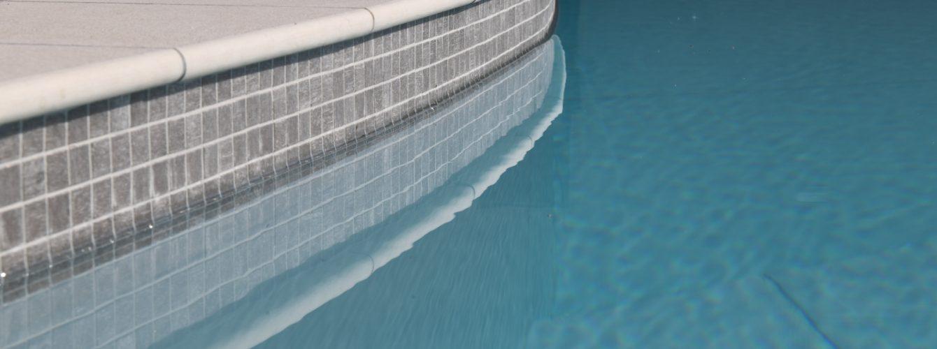 dettaglio-bordo-piscina