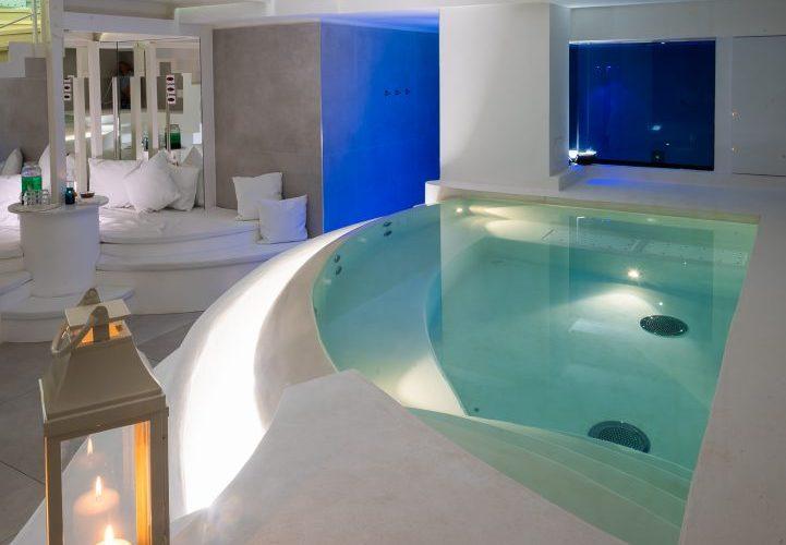 piscina interna per centro benessere
