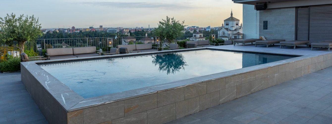 piscina per hotel fuoriterra su terrazzo