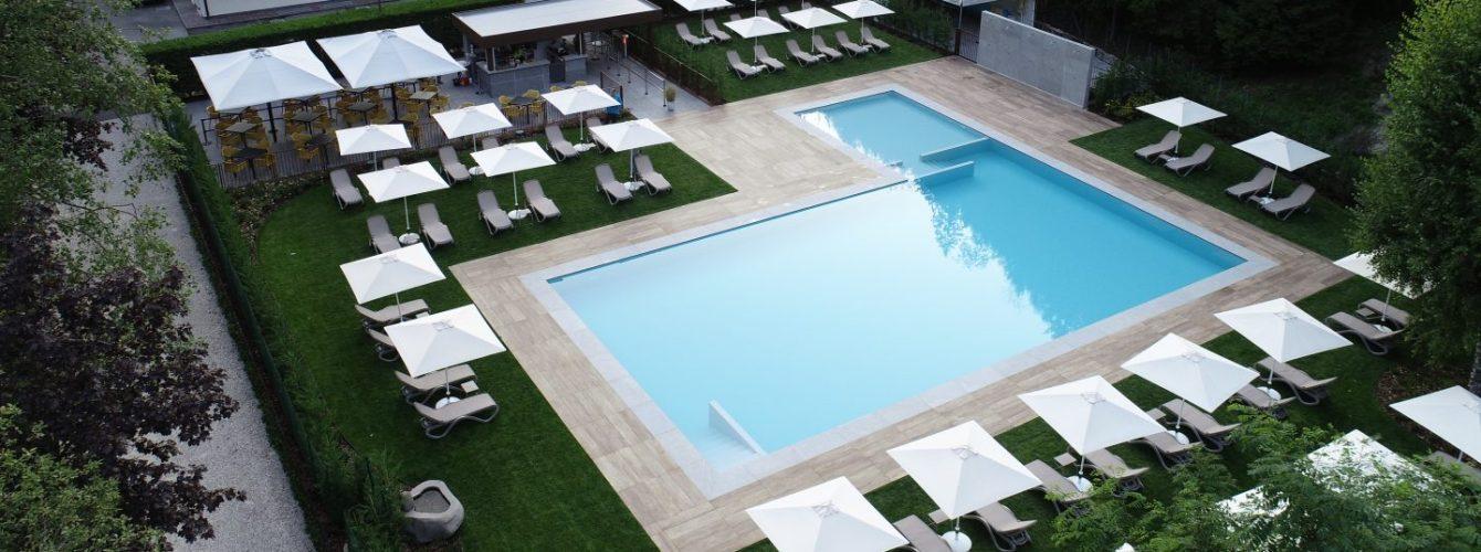 piscina rettangolare con appendice per zona bambini
