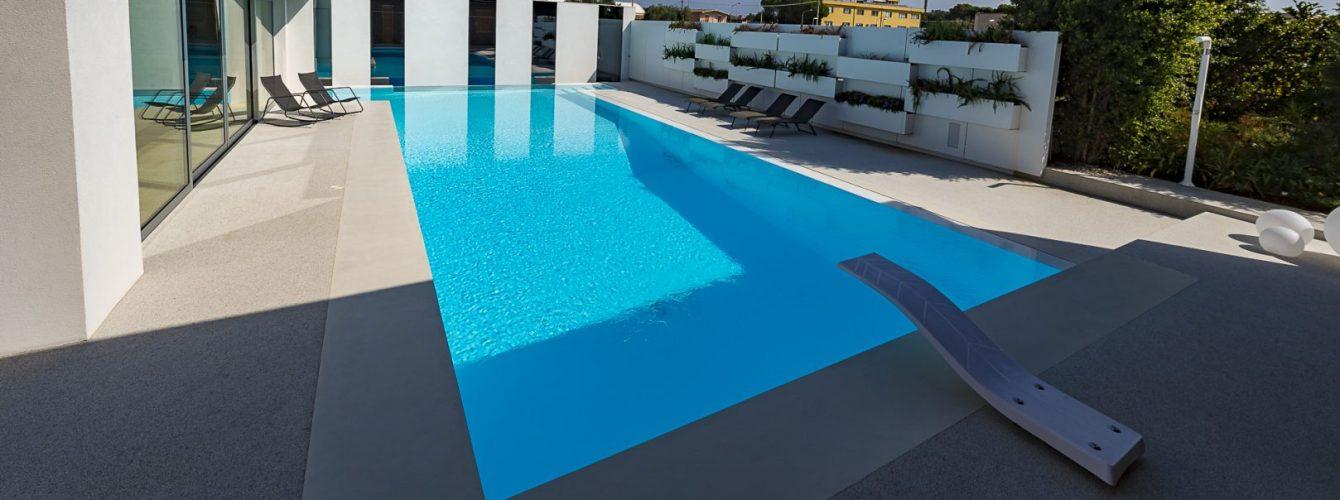 piscina fuoriterra crystal terrazzo con trampolino