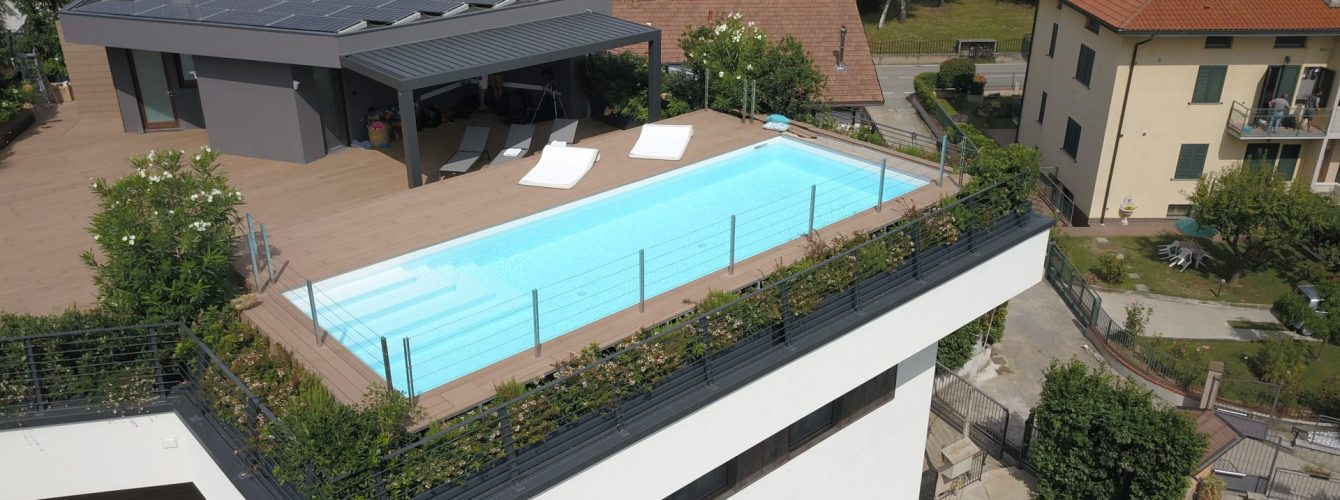 piscina fuoriterra su terrazzo attico