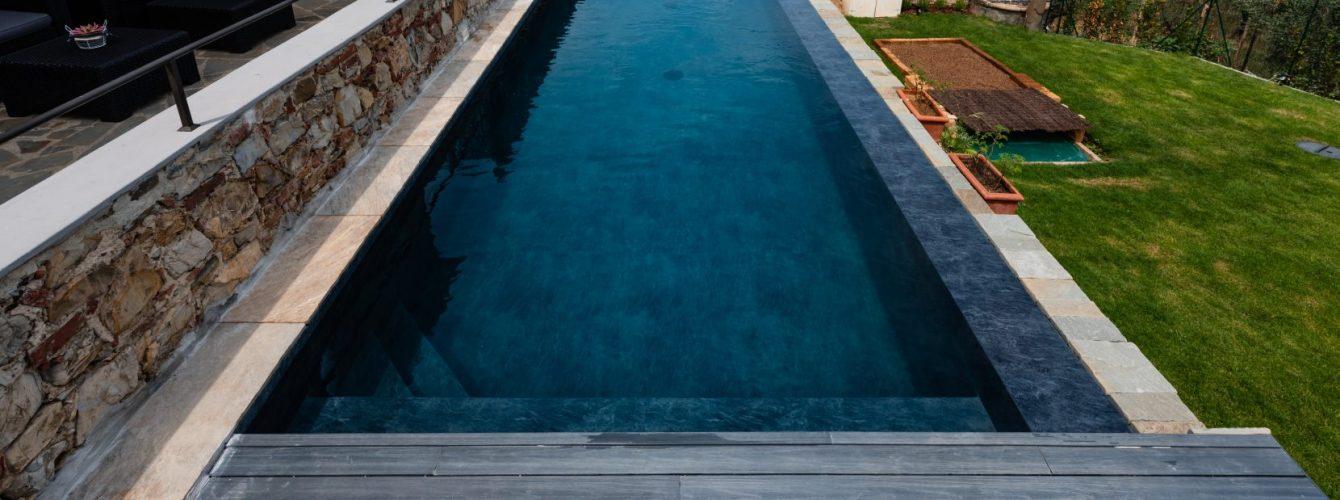 piscina nera