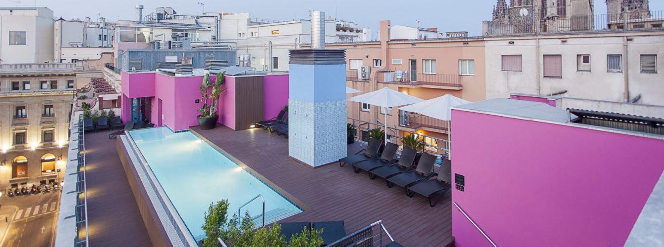 piscina su attico per hotel a Barcellona