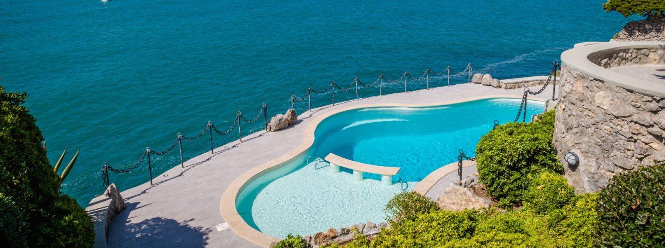 piscina forma libera di lusso a skimmer, color sabbia