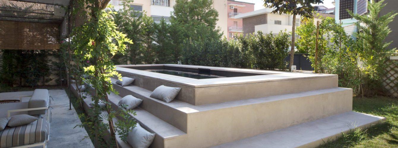 piscina fuoriterra con rivestimento nero